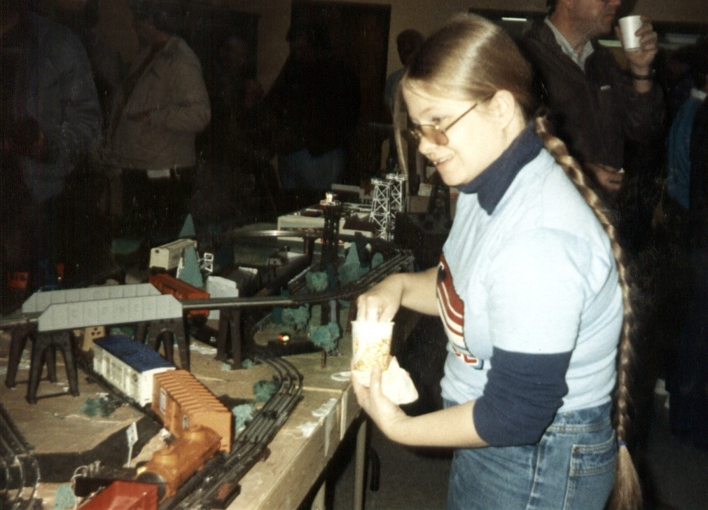 DEMONSTRATING SCENERY TECHNIQUES AT A 1987 SWAP MEET